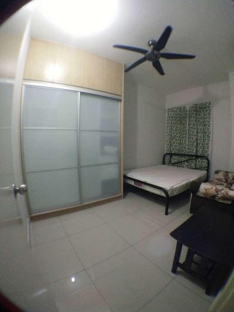 Small Medium Room Univ 360 Place Near Upm Roomz Asia